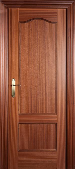 Puerta de madera uniarte 32 sapelly barniz bricoteo - Renovar puertas sapelly ...